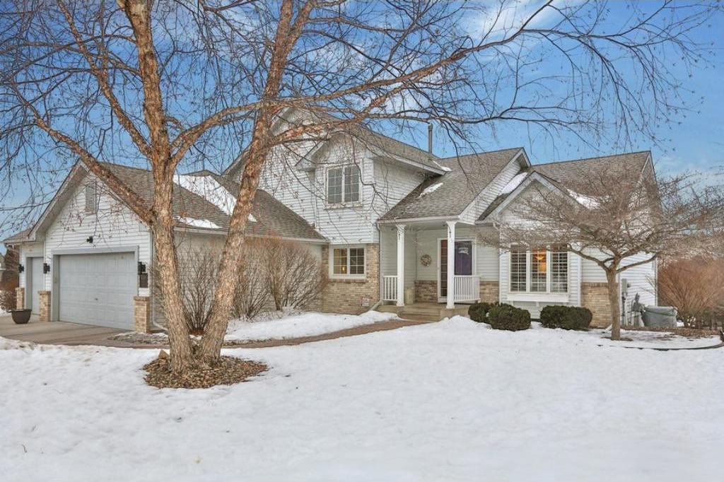 1240 Countryview Circle, Maplewood, MN 55109