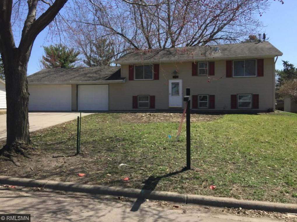 8149 S Hyde Lane, Cottage Grove, MN 55016