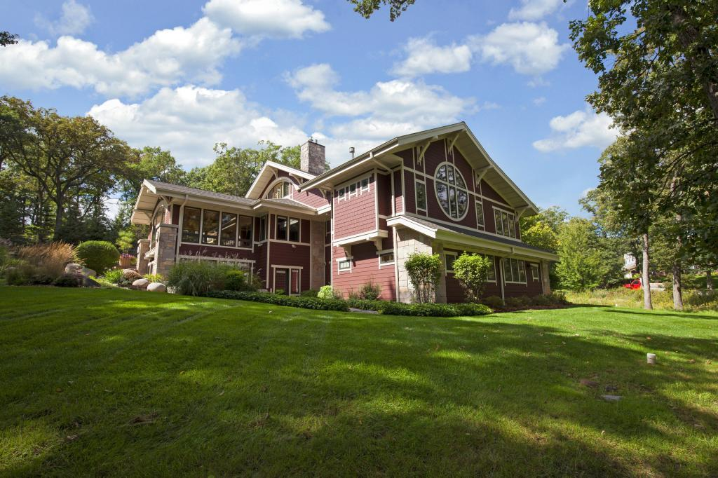 1 Catbird Circle, North Oaks, MN 55127