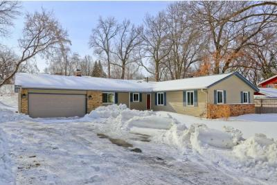 Photo of 1013 Lacota Lane, Burnsville, MN 55337