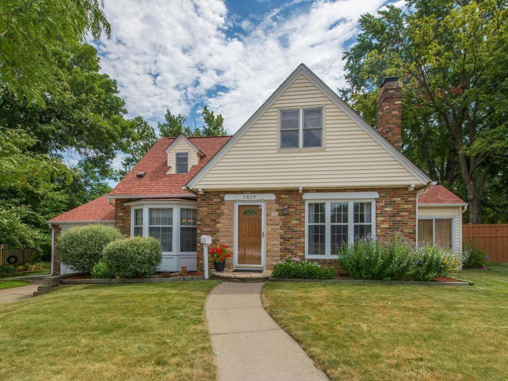 1810 N Snelling Avenue, Falcon Heights, MN 55113