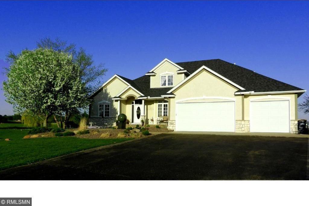 24241 Black Walnut Drive, Lakeville, MN 55044