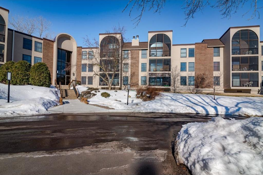 9500 Collegeview Road #101, Bloomington, MN 55437