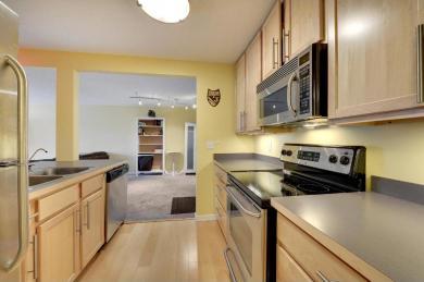 52 Groveland Terrace #A101, Minneapolis, MN 55403