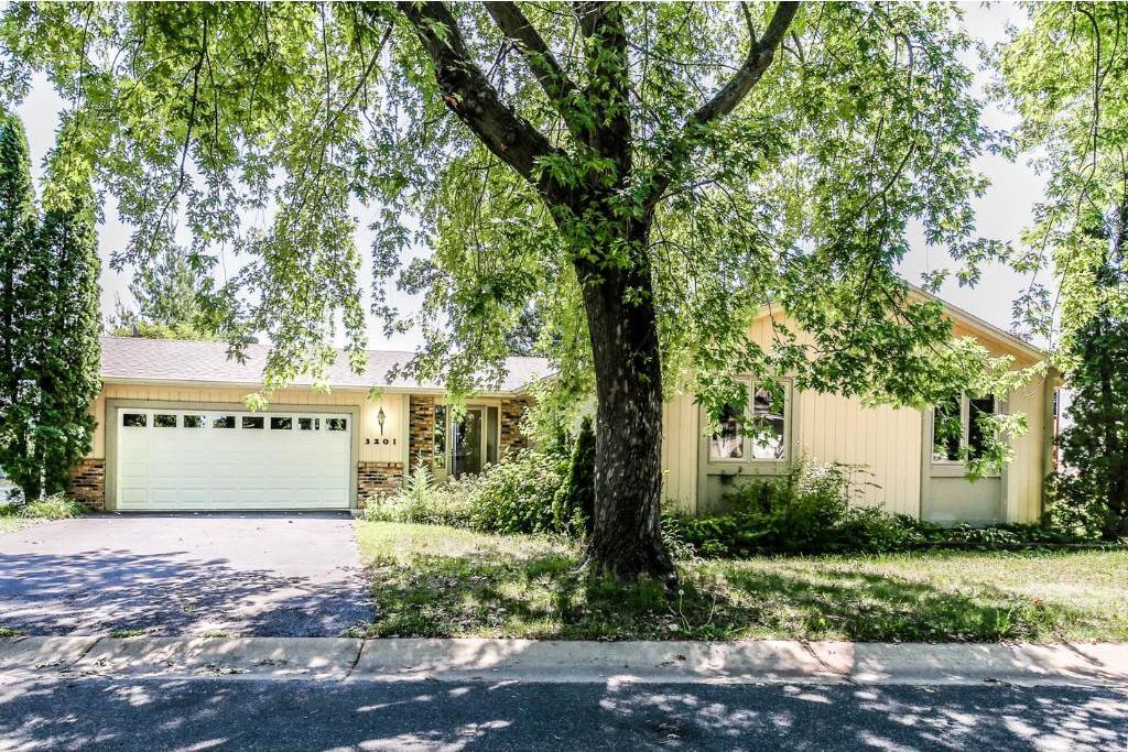 3201 NW Linden Circle, Prior Lake, MN 55372