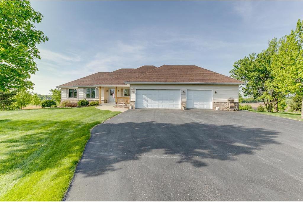 21186 Clemwood Drive, Prior Lake, MN 55372