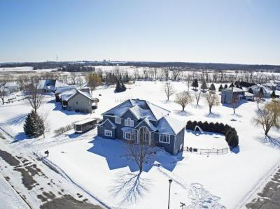 Photo of 1024 Vista Ridge Lane, Shakopee, MN 55379