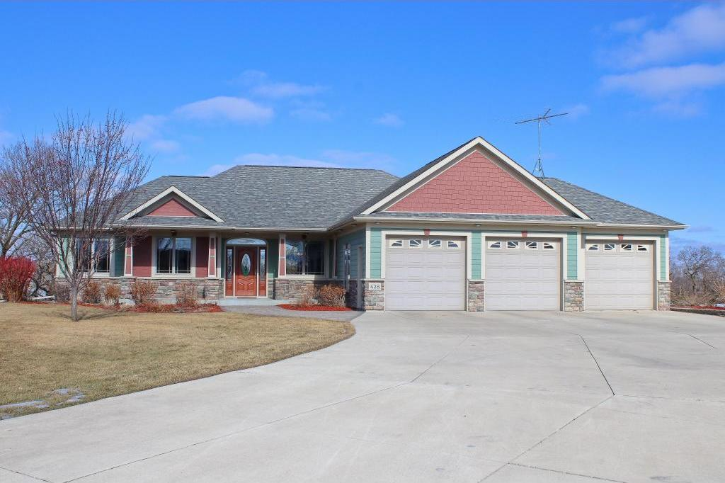 428 Lake Court, Winsted, MN 55395