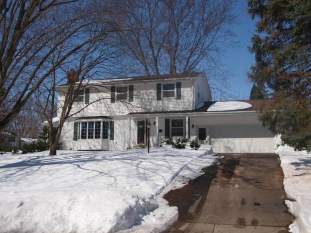 2305 N Cavell Avenue, Golden Valley, MN 55427