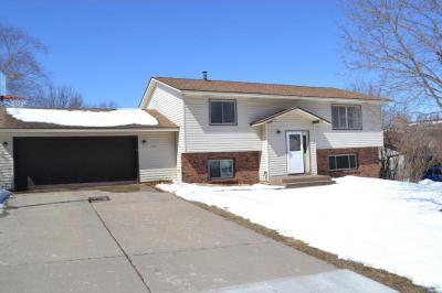 Photo of 527 S Crestview Drive, Maplewood, MN 55119