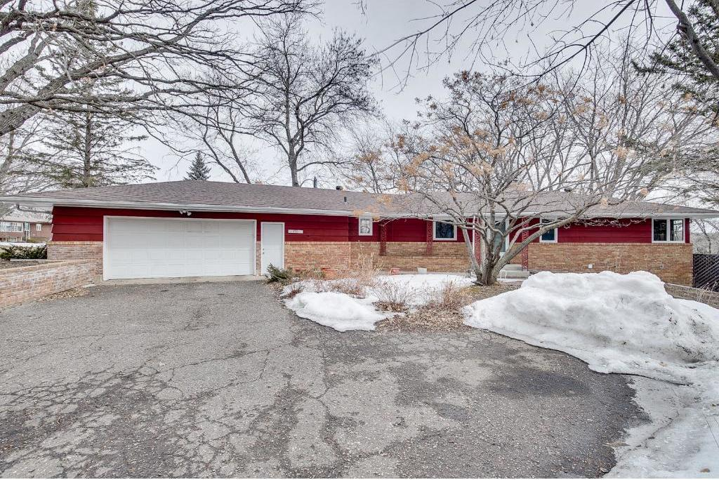 930 Angelo Drive, Golden Valley, MN 55422