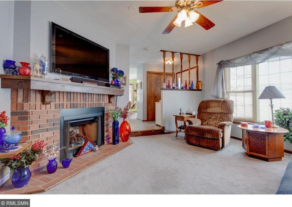 6720 N Gretchen Place, Oakdale, MN 55128
