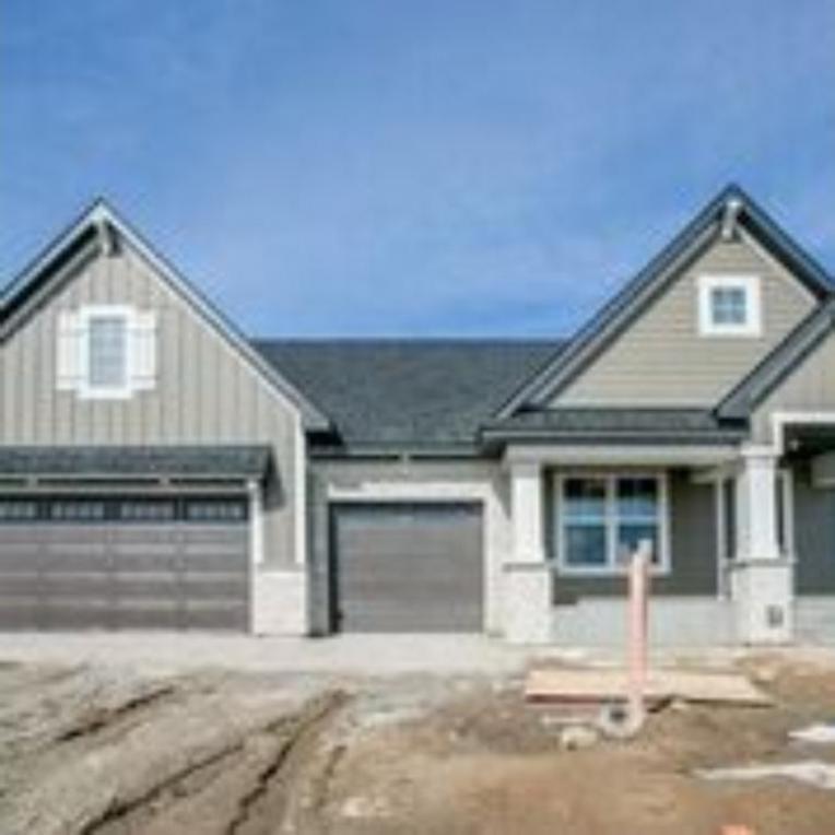 827 N Juniper Circle, Lake Elmo, MN 55042