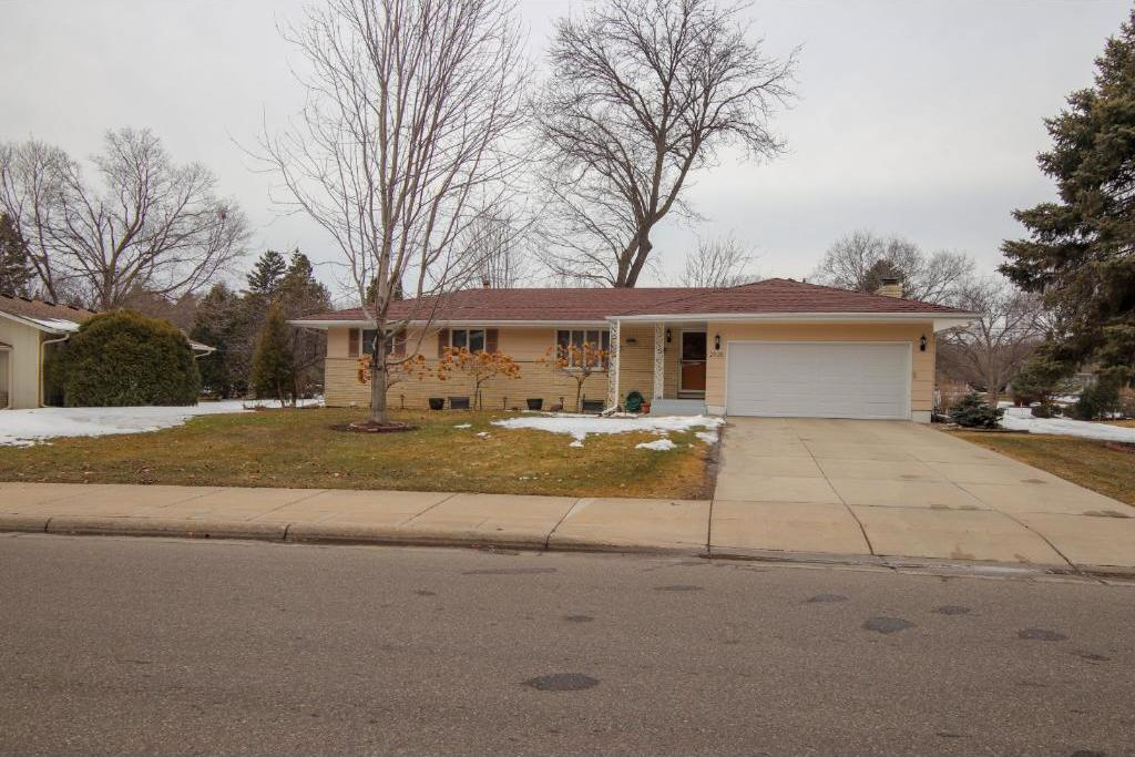 2935 N Regent Avenue, Golden Valley, MN 55422