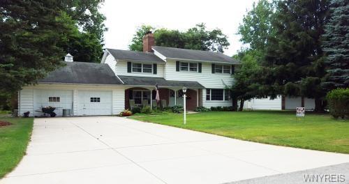 8555 Merrihurst Drive, Clarence, NY 14221