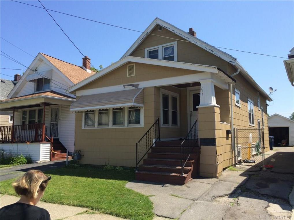211 Roslyn Street, Buffalo, NY 14215