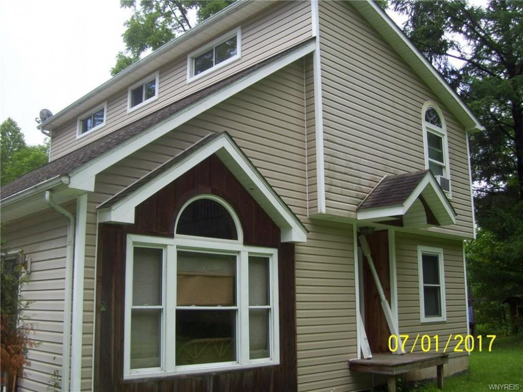 10253 Connoisarauley Rd North, Ashford, NY 14171