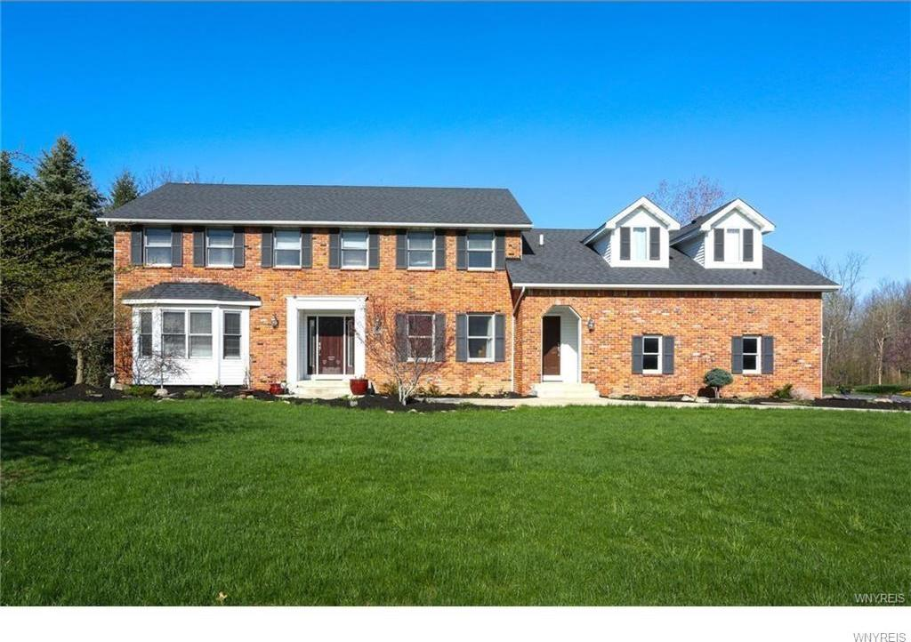 9405 Hunting Valley Road South, Clarence, NY 14031