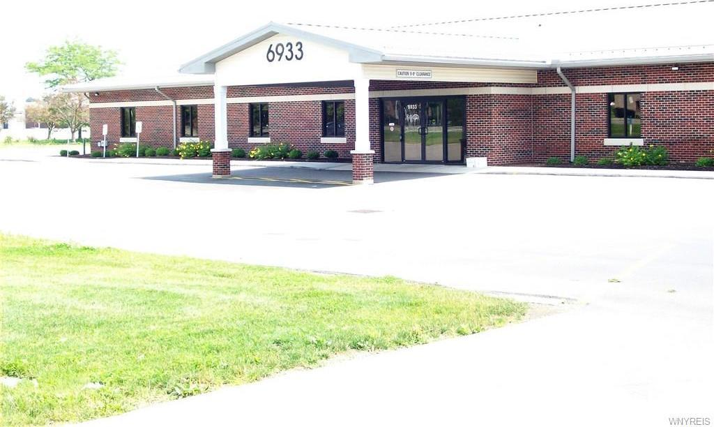 6933 Williams Road, Wheatfield, NY 14304