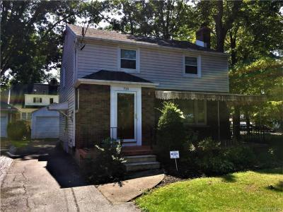 Photo of 715 Woodland Pl, Niagara Falls, NY 14305