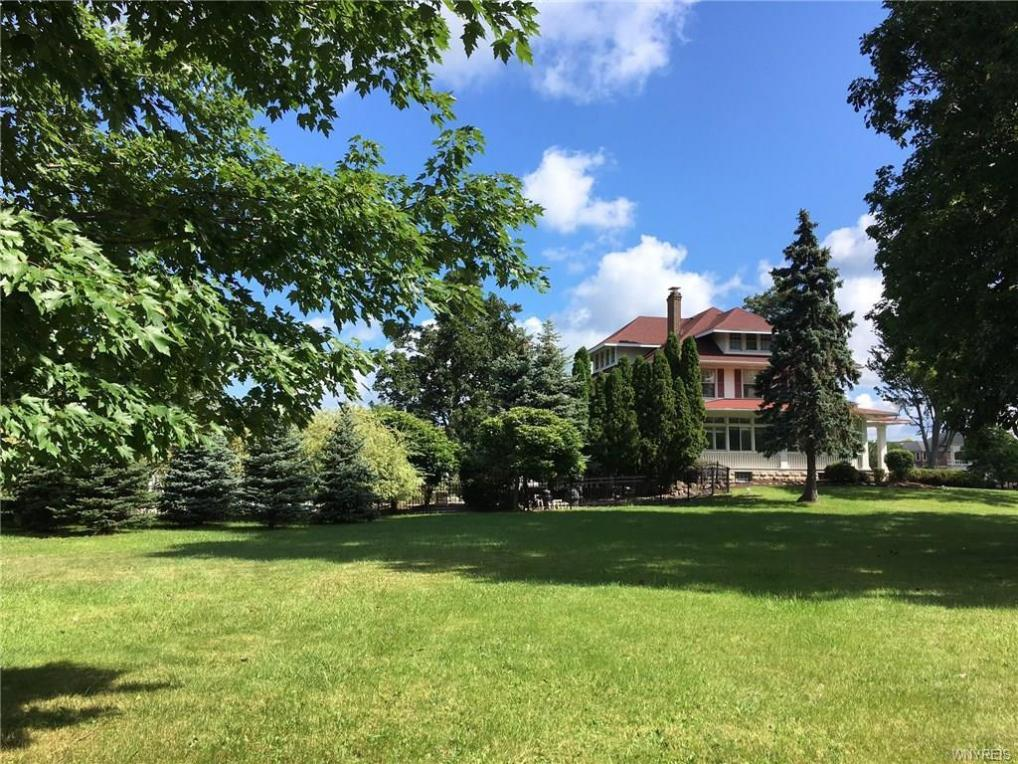 8300 Greiner Road, Clarence, NY 14221