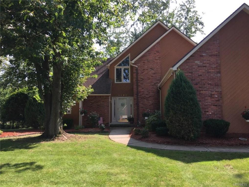 8291 Clarence Lane North, Clarence, NY 14051