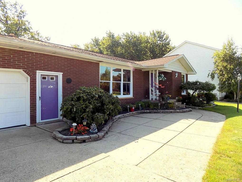 39 Pinewood Drive, West Seneca, NY 14224