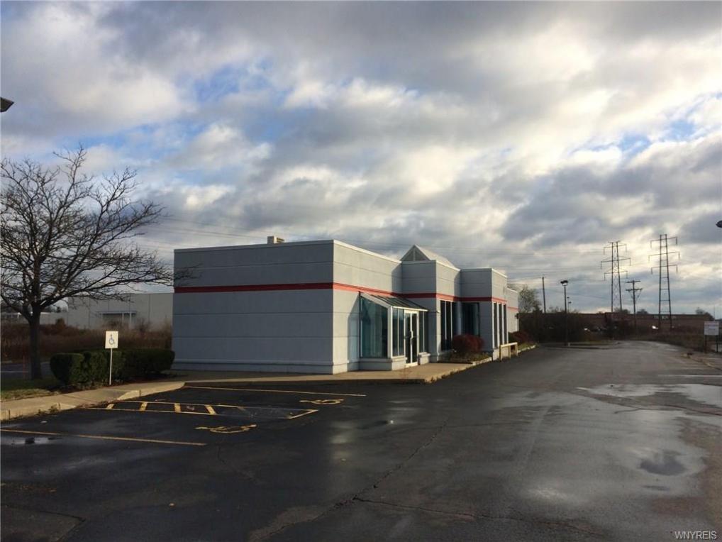 6947 Williams Road, Wheatfield, NY 14304