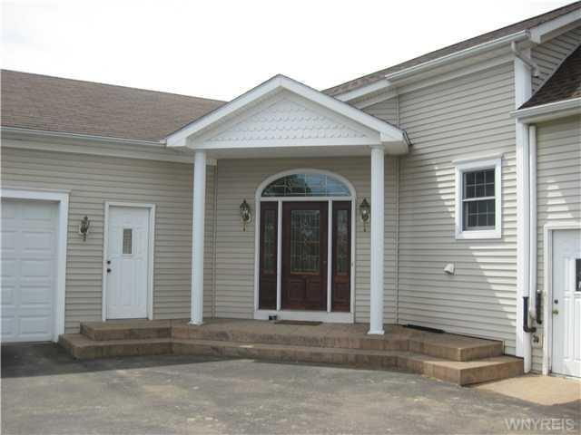 2945 South Creek Road, Hamburg, NY 14075
