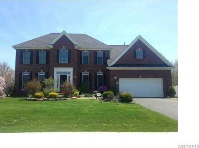 Photo of 1187 Majestic Woods Dr, Grand Island, NY 14072