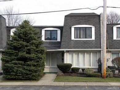 136 Harrogate Sq, Amherst, NY 14221