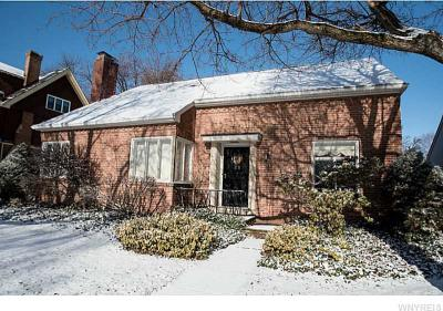 Photo of 5 Lincoln Woods Ln, Buffalo, NY 14222