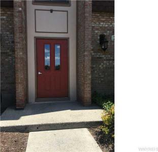 15 Greenwich Dr #1, Amherst, NY 14228