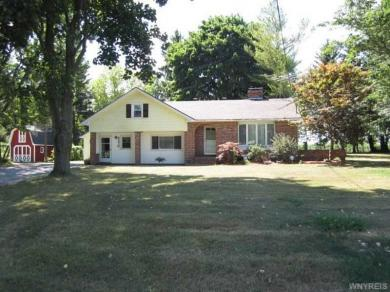 6370 Sweetland Rd, Stafford, NY 14143