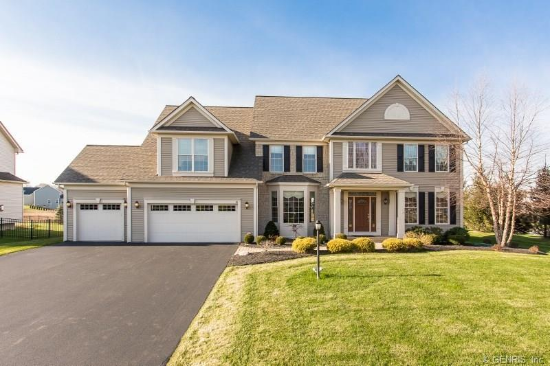 4 Crowne Pointe Drive, Penfield, NY 14526