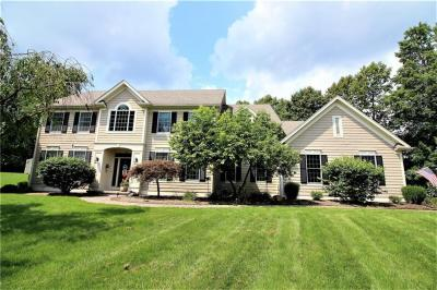 Photo of 18 Country Meadow Drive, Mendon, NY 14472
