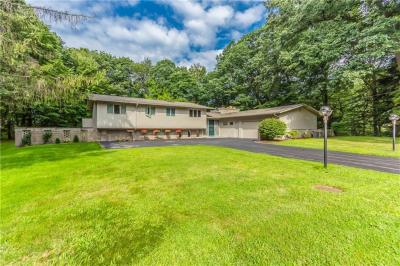 Photo of 1 High Meadow Drive, Penfield, NY 14526