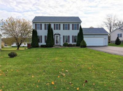 Photo of 18 Berry Grove Lane, Clarkson, NY 14420