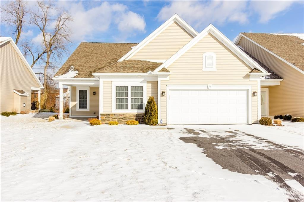 11 Silverwood Circle, East Rochester, NY 14445