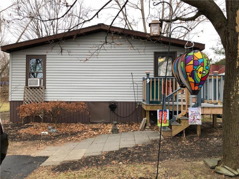 9 Gwyn Lane, East Bloomfield, NY 14469