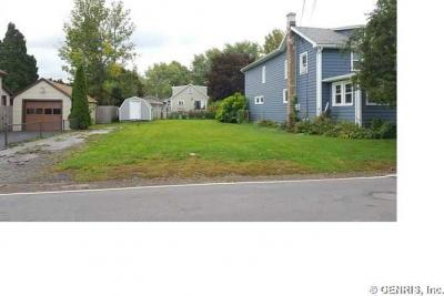 Photo of 3273 Edgemere Dr, Greece, NY 14612