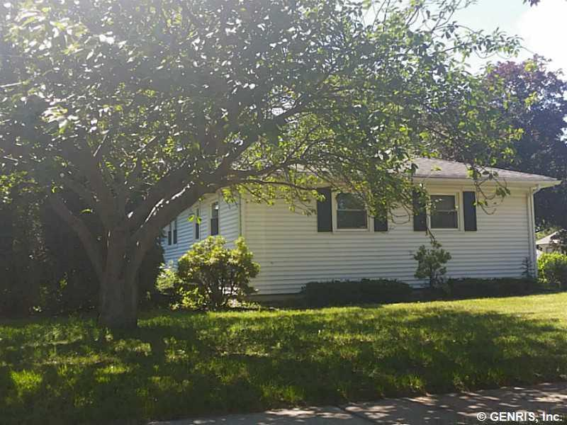 136 Spruce Lane, Irondequoit, NY 14622