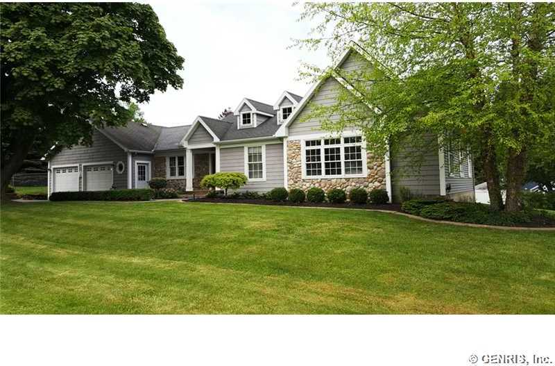 Immaculate Ranch Close to Lake Ontario Shoreline!!!