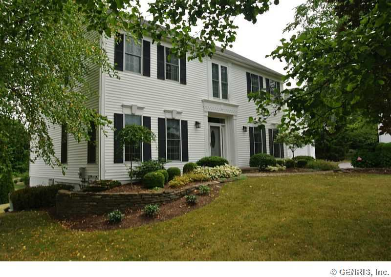 3 Willoughby Pl, Pittsford, NY 14534