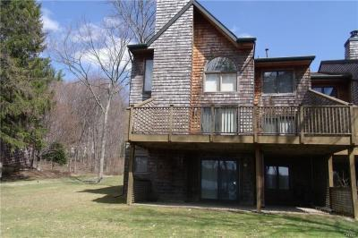 Photo of 6 East Shore Path, Cazenovia, NY 13035