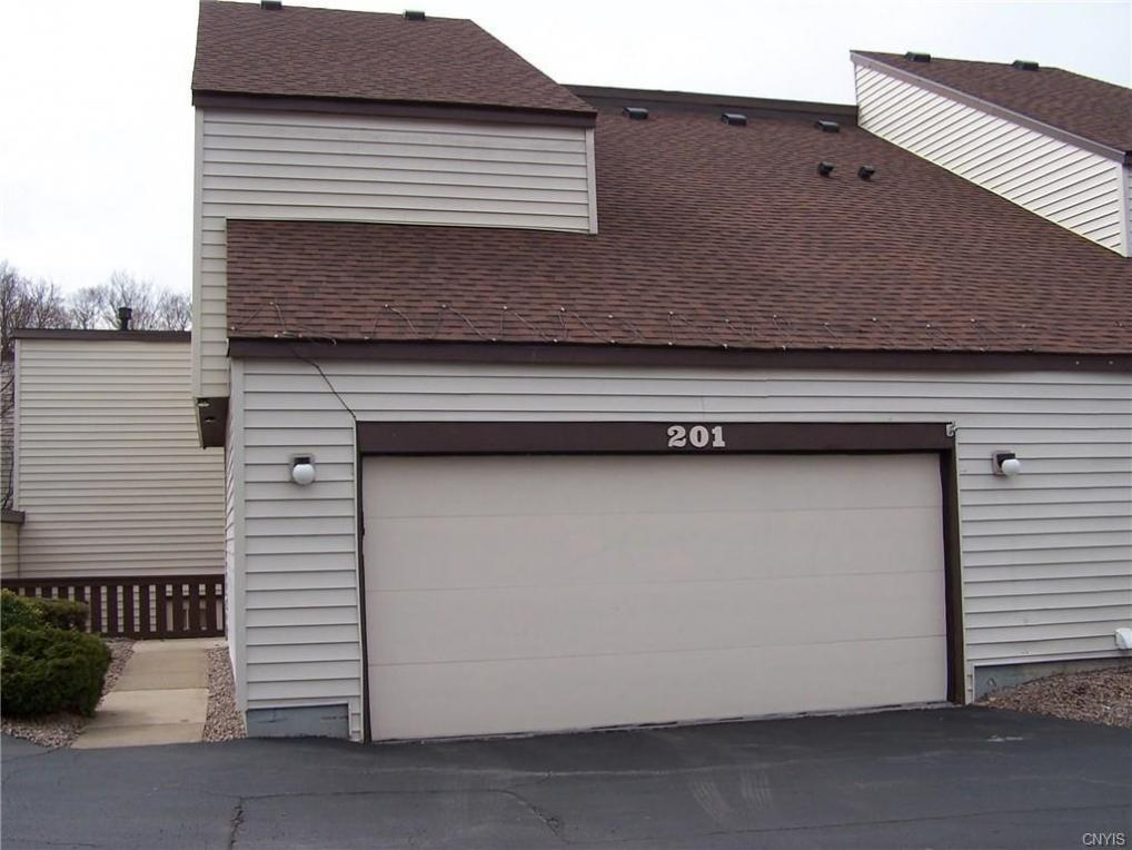 201 Woburn Drive, Camillus, NY 13031
