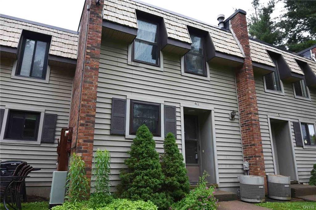 42 Chestnut, New Hartford, NY 13413