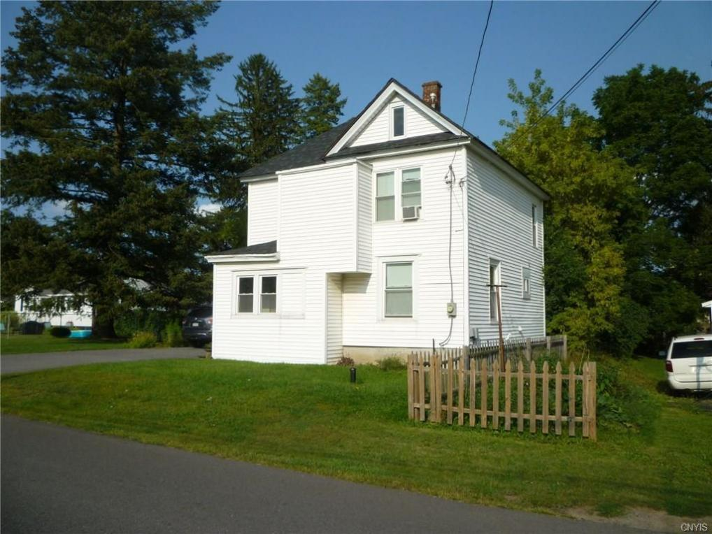 320 Gillespie Ave, Camillus, NY 13219