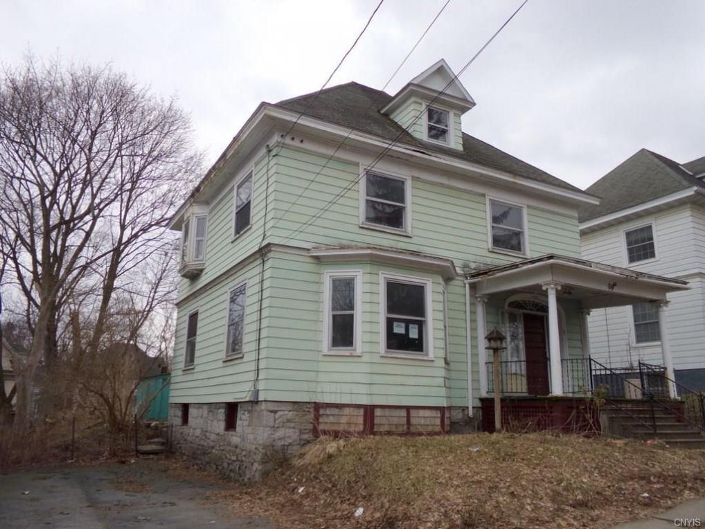 8 Woodruff Place, Auburn, NY 13021