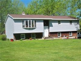 37 Stanley Ave, Minetto, NY 13126